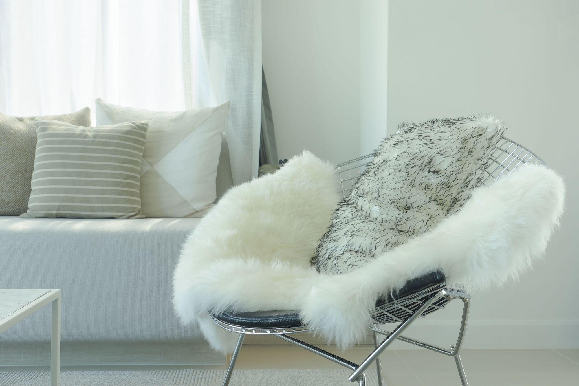 fauteuil-avec-peau-de-bete
